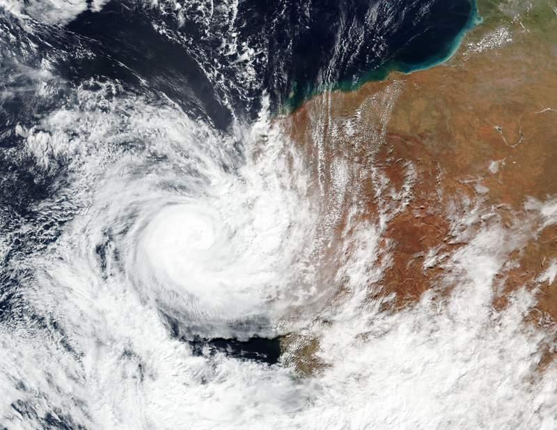 Una imagen de satlite del domingo 11 de abril de 2021 publicada por la NASA muestra el cicln tropical Seroja sobre la costa de Australia Occidental. (NASA Worldview, Sistemas de Datos e Informacin de Observacin Terrestre (EOSDIS) via AP)