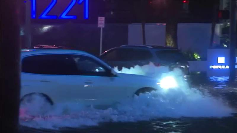 Severe flooding leaves drivers, residents stranded in Brickell