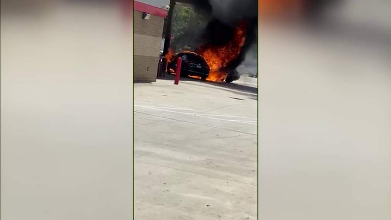 2 vehicles go up in flames at Miami Gardens gas station