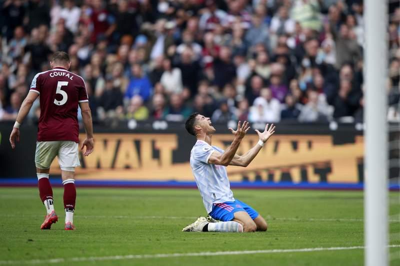 Man U wins after penalty call backfires; Chelsea beats Spurs