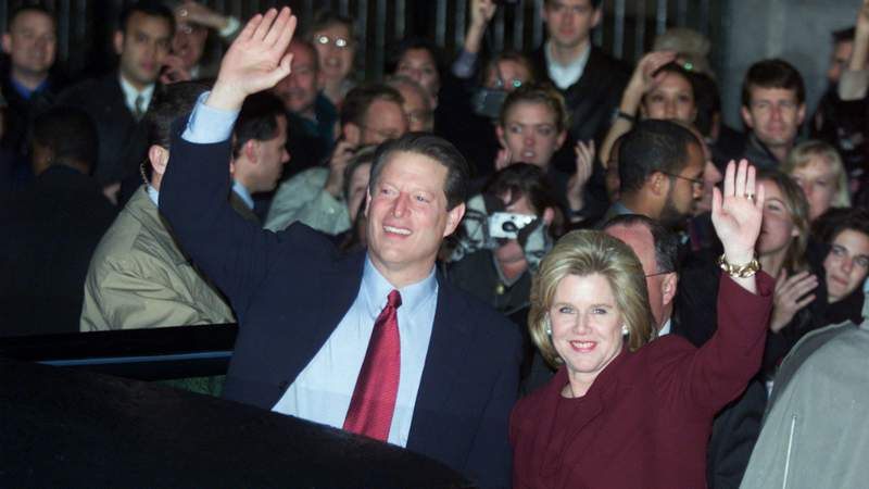 Al Gore and his wife Tipper wave to suporters after Gore''s concession speech December 13, 2000 in Washington DC. Photo by Mark Wilson/Newsmakers