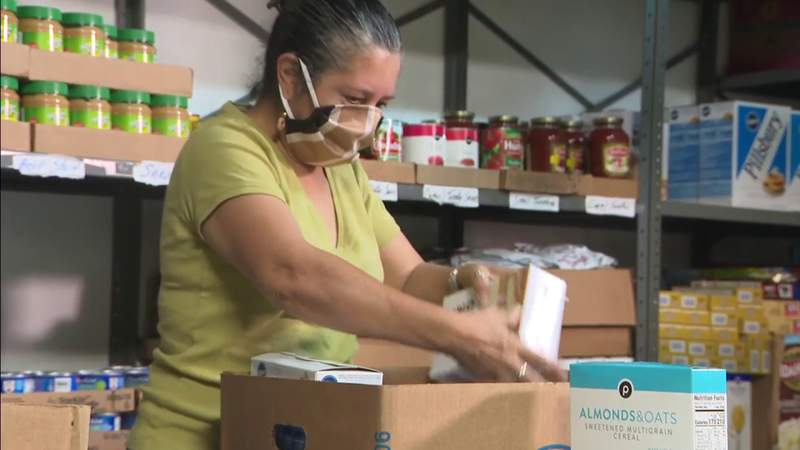 Food giveaway site looking for help with Thanksgiving meals