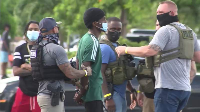 Gunfight leaves 5 men injured in Miami Gardens, police say