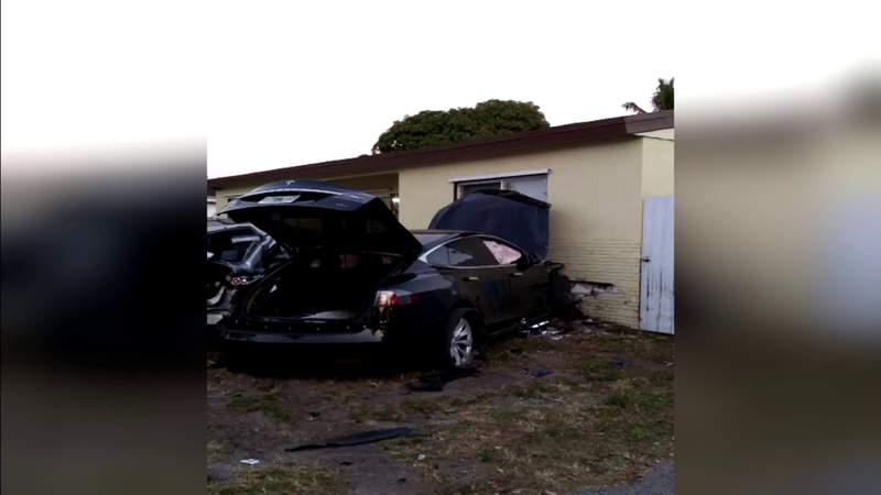 Tesla going high rate of speed slams into Miramar home, damaging several cars