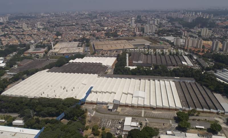 ARCHIVO - Esta fotografa de archivo del 12 de marzo de 2020 muestra una vista area de una fbrica de Ford Motor Company en Sao Bernardo do Campo, en el rea metropolitana de Sao Paulo, Brasil. (AP Foto/Andre Penner, archivo)