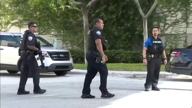 Suspect in Aventura Mall shooting remains at large, 5 injured