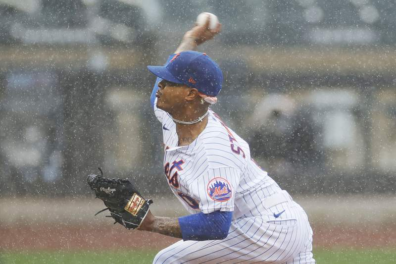 Marcus Stroman of the New York Mets pitches during the first inning against the Miami Marlins at Citi Field on April 11, 2021 in the Queens borough of New York City.