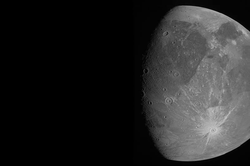 En esta imagen del 7 de junio de 2021 proporcionada por la NASA se muestra a Ganmedes, la luna ms grande de Jpiter, mientras la sonda espacial Juno pasa cerca de ella. (NASA/JPL-Caltech/SwRI/MSSS va AP)