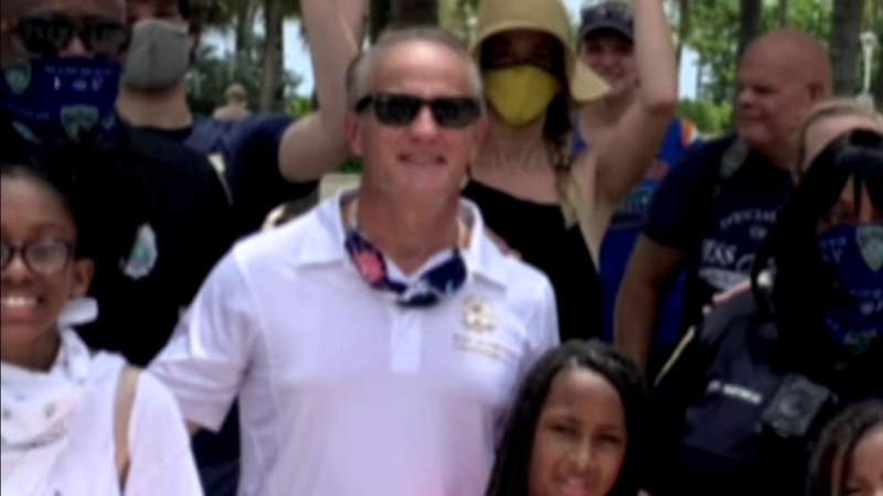 Miami Beach City Commissioner being asked to resign or be recalled by his own party