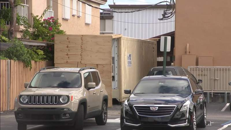 Overwhelmed funeral home brings in refrigerated truck to house COVID-19 bodies
