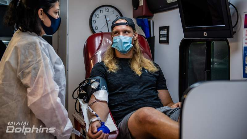 Linebacker Andrew Van Ginkel is among the Miami Dolphins players who have recovered from COVID-19 and donated their plasma.