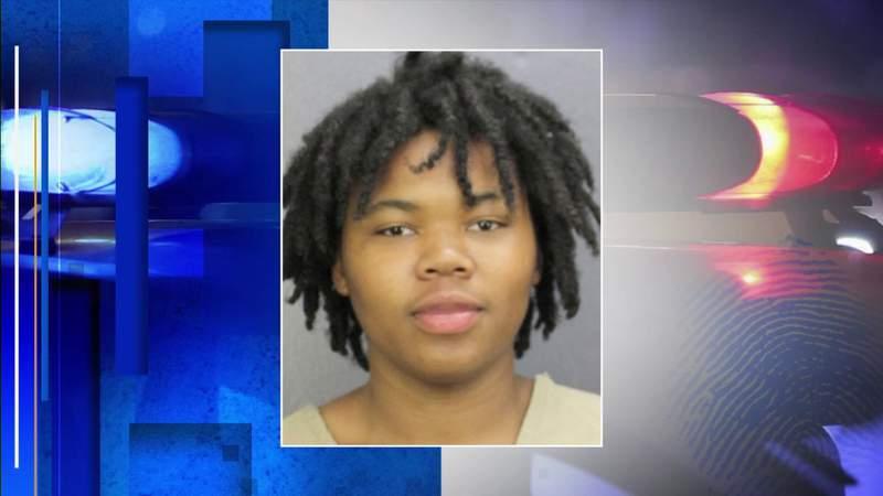 Teen enlists 5 children to help shoplift from Westfield Mall