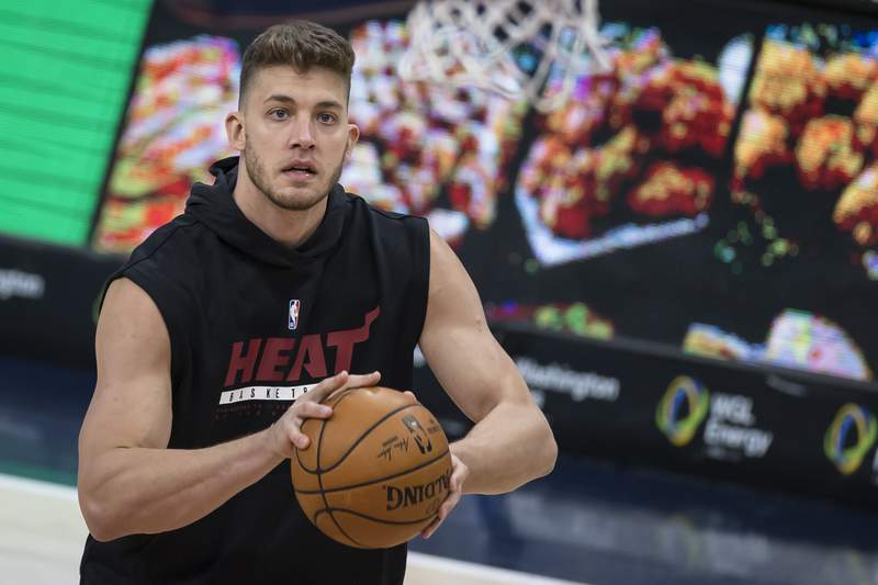 Meyers Leonard of the Miami Heat warms up before the game against the Washington Wizards at Capital One Arena on January 9, 2021 in Washington, DC.