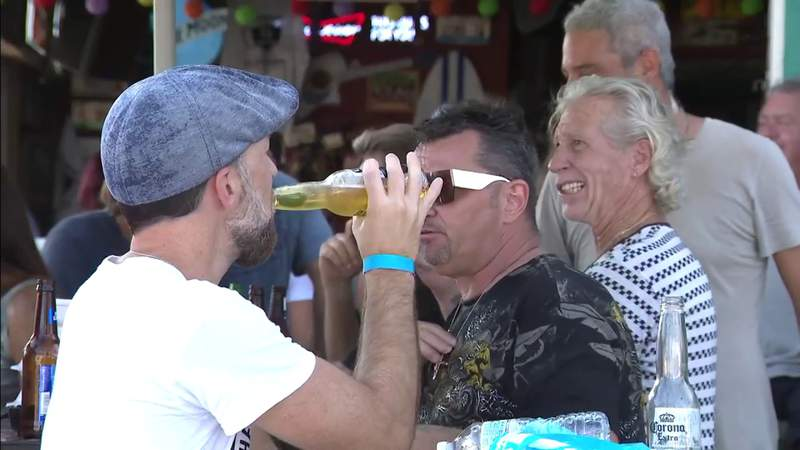 Crowds pack Fort Lauderdale beach and bars, most not wearing masks