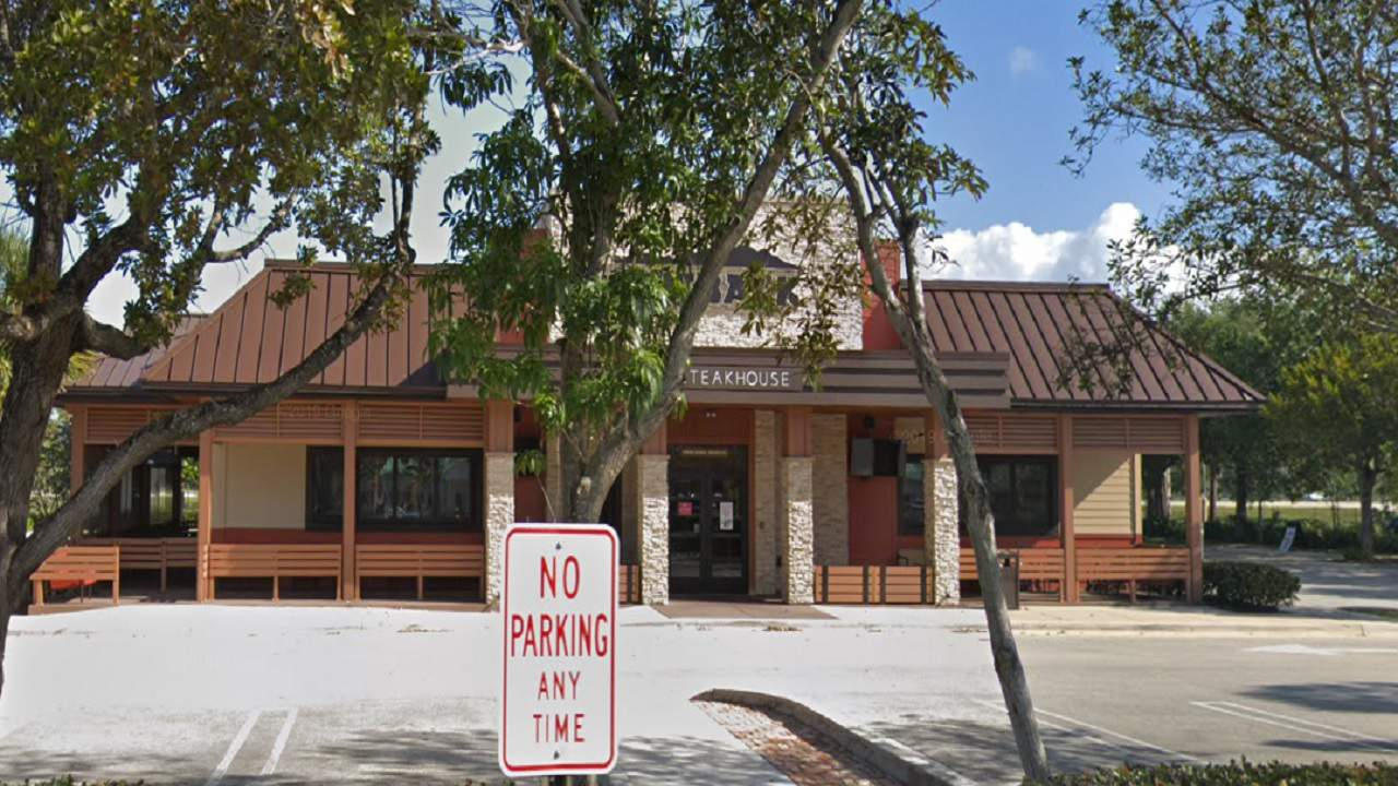 outback steakhouse domino s pizza and taco joint ordered shut last week outback steakhouse domino s pizza and