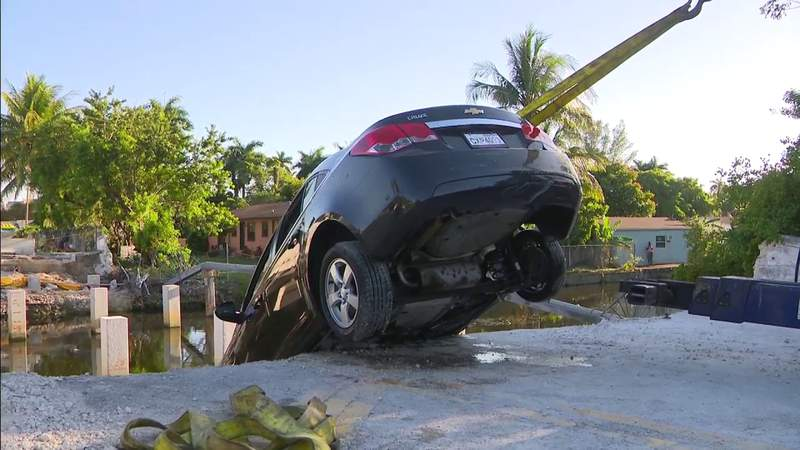 Off-duty El Portal police officer jumps into canal, rescuing woman after car crash