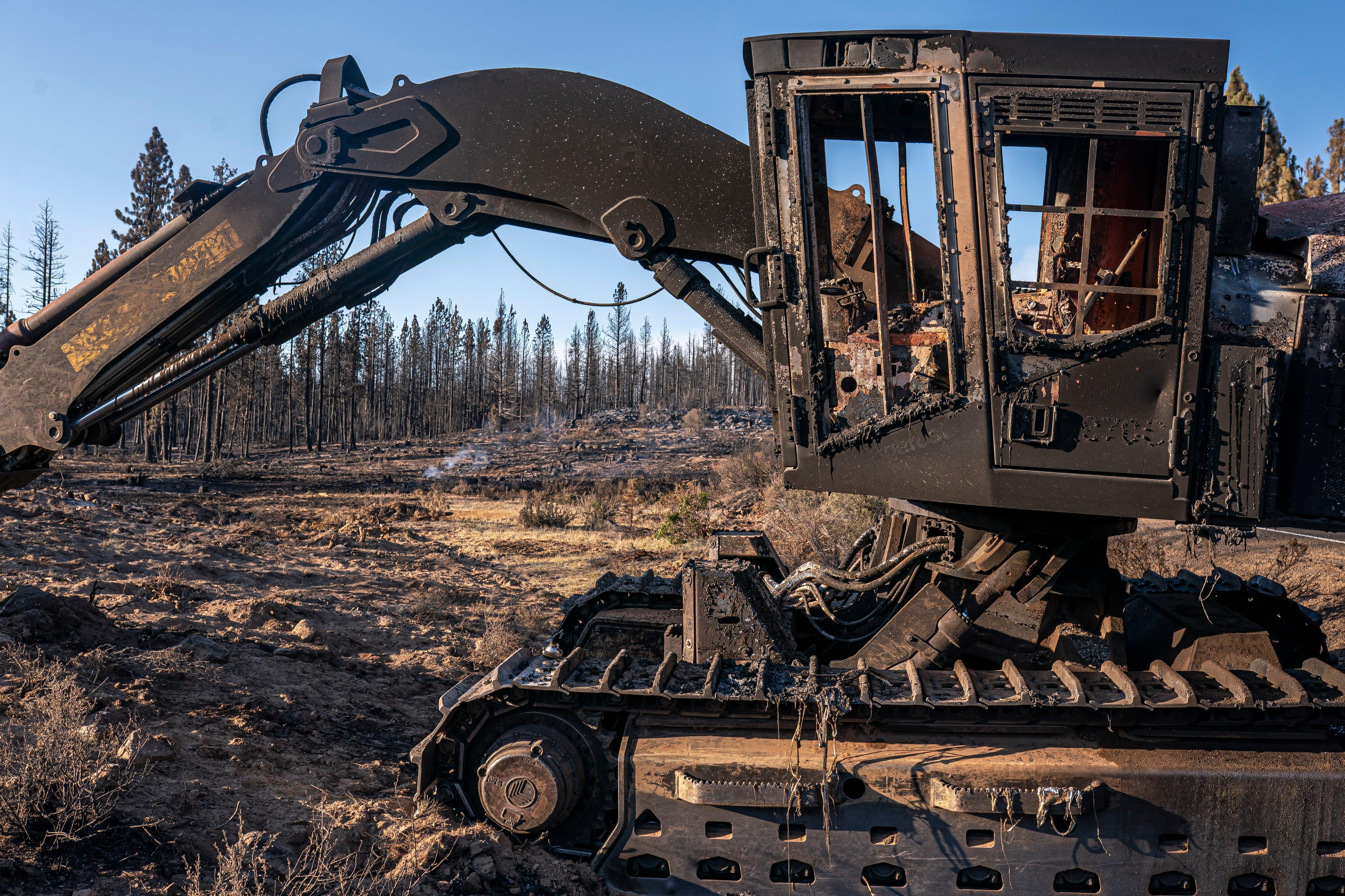 Western wildfires: Crews make progress on huge Oregon blaze