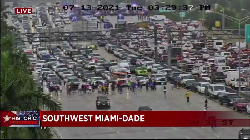 In solidarity with Cubans, protesters stop Palmetto Expressway traffic