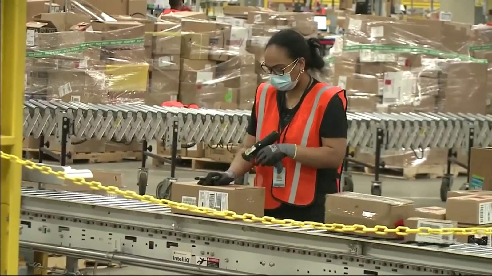 Amazon hiring 1,300 workers in South Florida  image