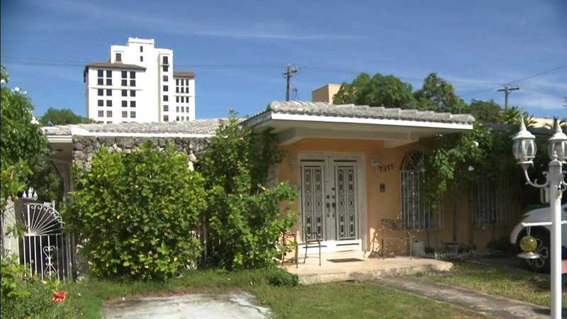 Elderly woman fighting eviction from longtime Miami home