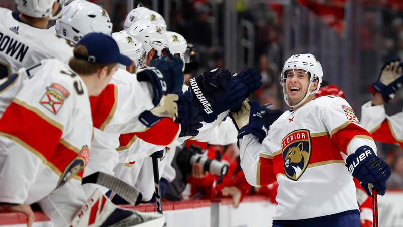 Florida Panthers defenseman Mark Pysyk is congratulated for his goal against the Detroit Red Wings Saturday, Jan. 18, 2020.