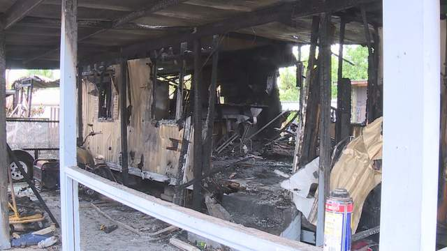 2 children severely burned, another dead in West Palm Beach ... on clayton mobile home, florida mobile home, concord mobile home, key west mobile home, tampa mobile home, california mobile home, miami mobile home, long island mobile home, key largo mobile home, melbourne mobile home, plantation mobile home, gulf stream mobile home,